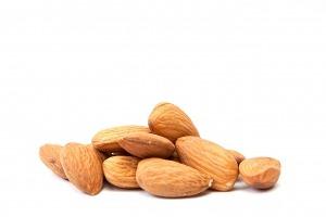 Las almendras te ayudan a combatir el ansia por lo dulce por su contenido en Magnesio