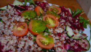 Ensalada e arroz rojo con aliño estival