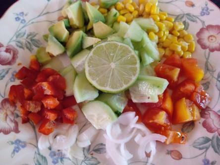 Verduras troceadas para acompañar el arroz rojo