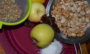Ingredientes del pastel de manzana crudivegano