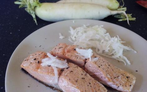 Salmon con daikon