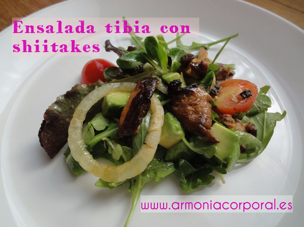 ensalada tibia con shiitakes