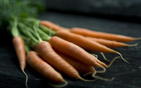 Zanahorias, ingrediente principal de la masa de pizza sin gluten, ni harinas