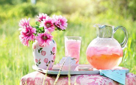 bebida saludable para adelgazar limonada rosa