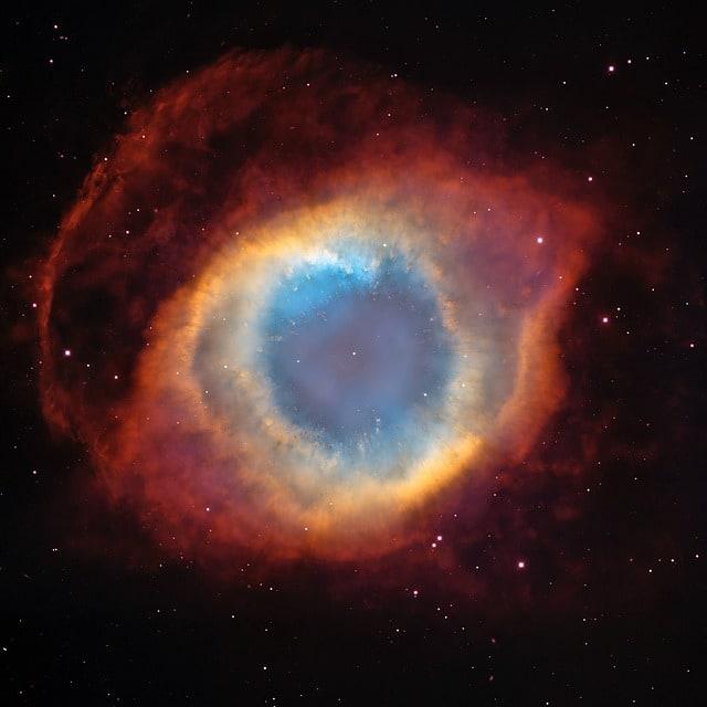 La imagen tiene un atributo ALT vacío; su nombre de archivo es helix-nebula-11155_640-1.jpg